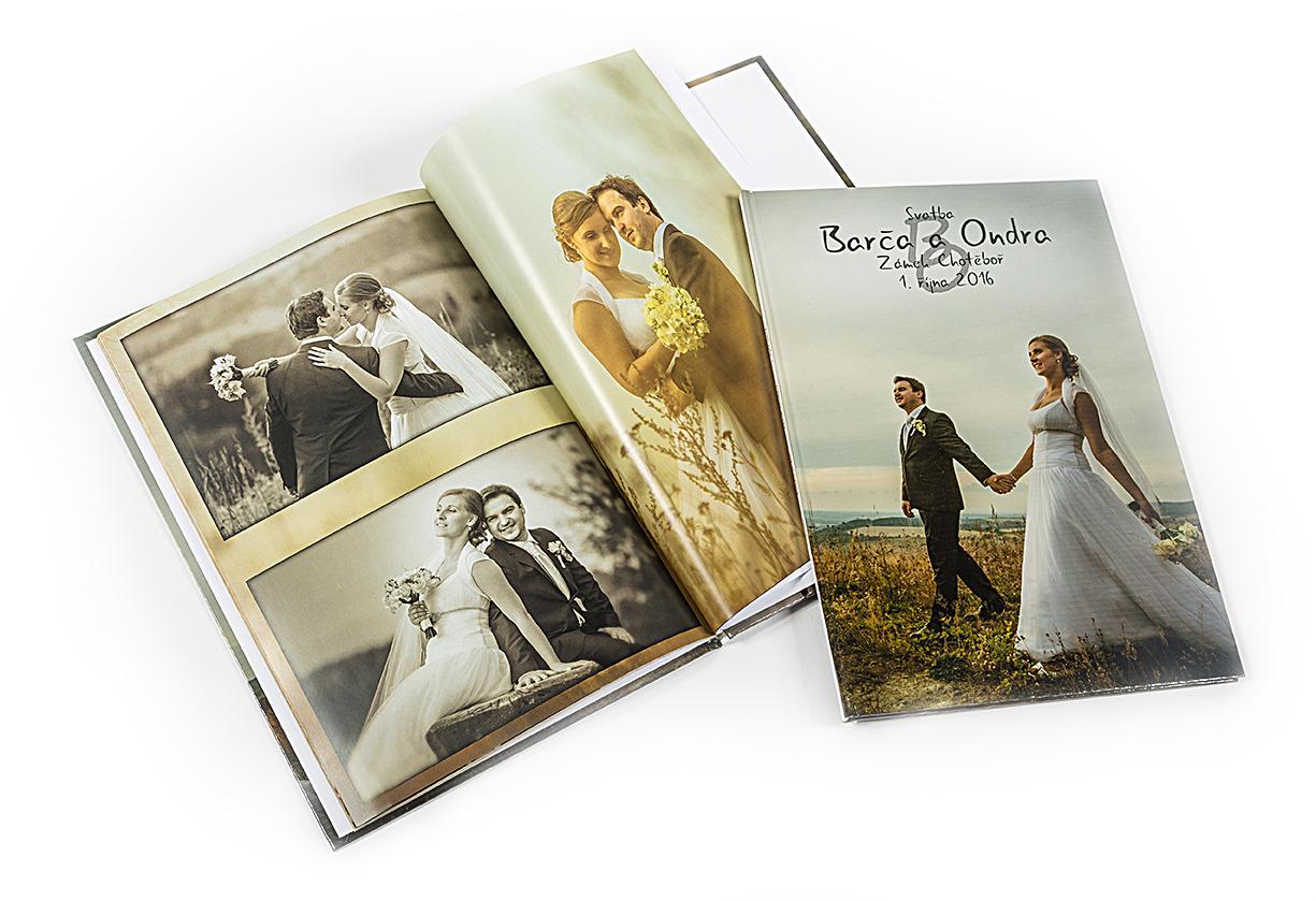 Nejlepším výstupem ze svatby je fotokniha. Ty pro nás tiskne firma Skori.